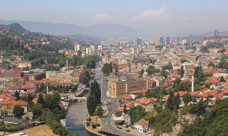 Bosnia to expel foreigners who violate property investment rules
